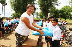 カンボジアの子供達に運動遊具を贈ろう!(第1弾)