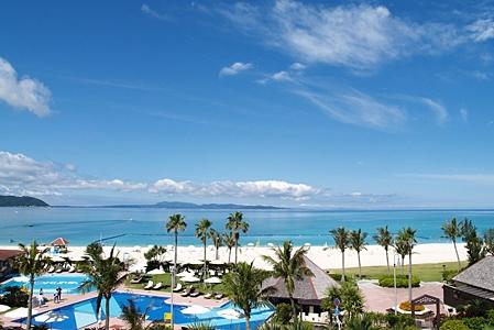 JALプライベートリゾートオクマ ホテル棟からのビーチイメージ