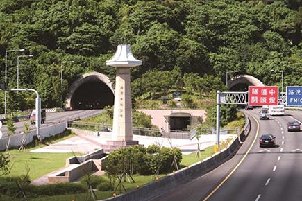 雪山トンネル
